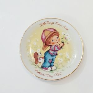 Avon 1982 Mother's Day Plate Little Things 5""